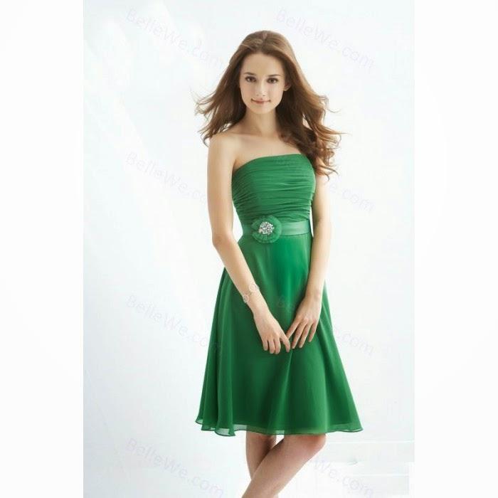 f851245530479 Çok güzel bir mezuniyet elbisesi modeliyle başlıyorum gösteriye; bu belden  kuşaklı straplez kesim kloş elbise ince yapılı bir genç kızın üstünde çok  güzel ...