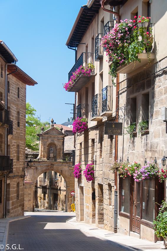 Arco Larrazuria. Labastida. Excursion Rioja alavesa en autobus