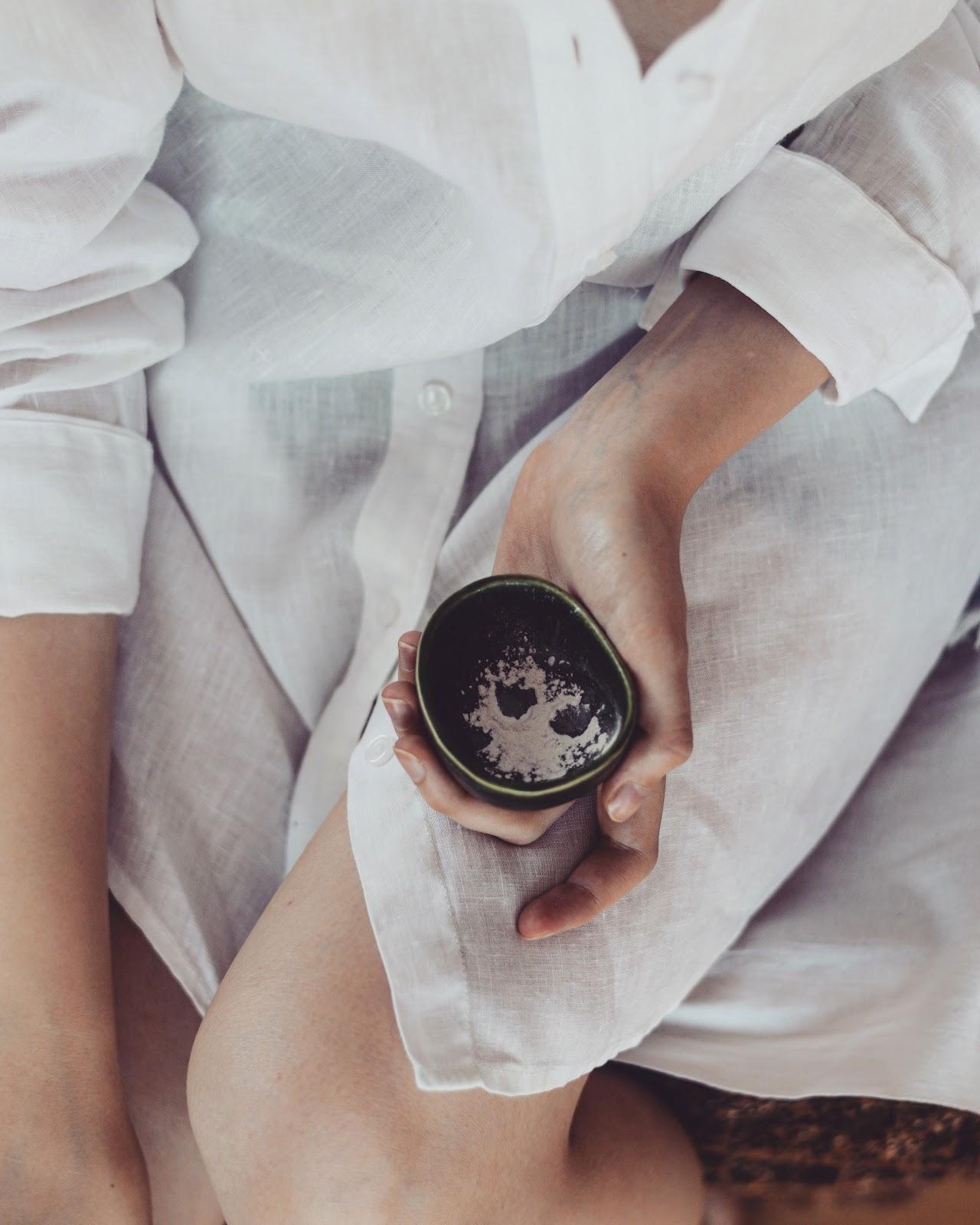 masaż krzemionką jak usunąć głębokie zaskórniki jak pozbyć się rozszerzonych porów krzemionka jako puder