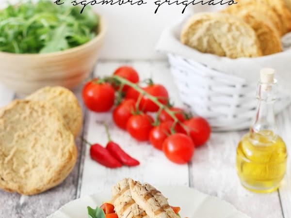 Friselle con rucola, pomodoro, peperoncino e sgombro grigliato
