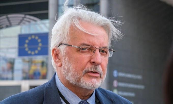 Korábbi lengyel külügyminiszter: nem hagyjuk a magyarokat az út szélén