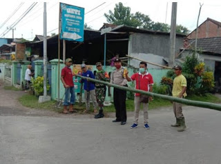 BREAKING NEWS !! , Bagas memutuskan akses masuk Desa Rejowinangun menjadi satu pintu