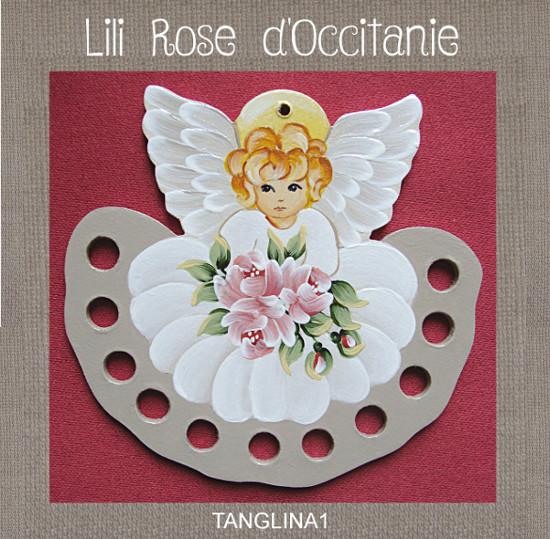 """Tri-fils bois peint, """"Ange et bouquet de roses"""". Broderie et point de croix"""