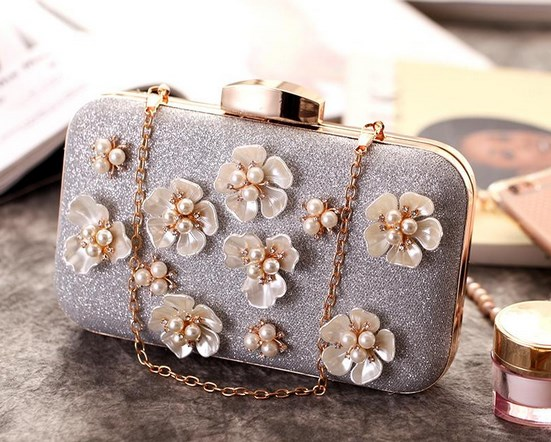 https://baginning.com/p/silver-pearls-folwers-glitter-evening-clutch-bags-wedding-purses.html