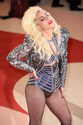 Lady Gaga en la alfombra roja de la MET Gala 2016