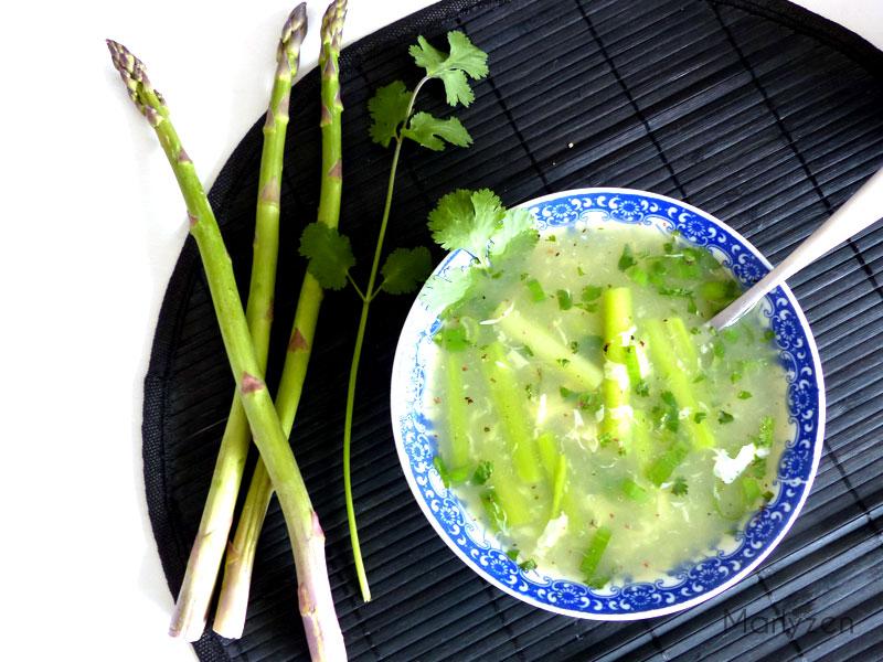 Soupe de crabe aux asperges (potage vietnamien)