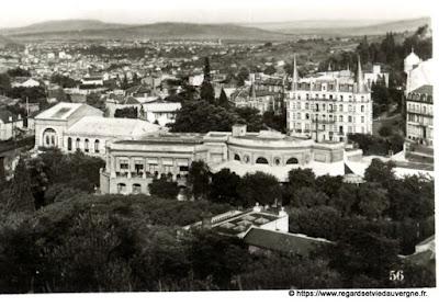 Vue de Royat, hier,  noir et blanc Royat, vue panoramique sur le Casino.