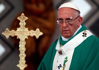 Papa Francis în cadrul unei mase de la portul Contecar din Cartegene, Columbia în 10 septembrie 2017 - foto de Stefano Rellandini (Reuters), preluat de pe christianpost.com