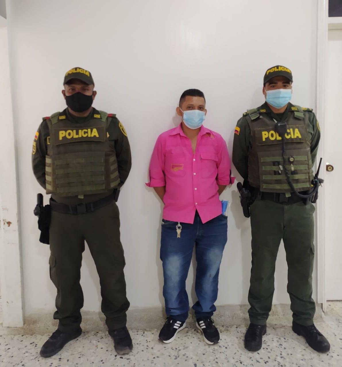https://www.notasrosas.com/Capturados en Riohacha y Distracción, por Violencia Intrafamiliar