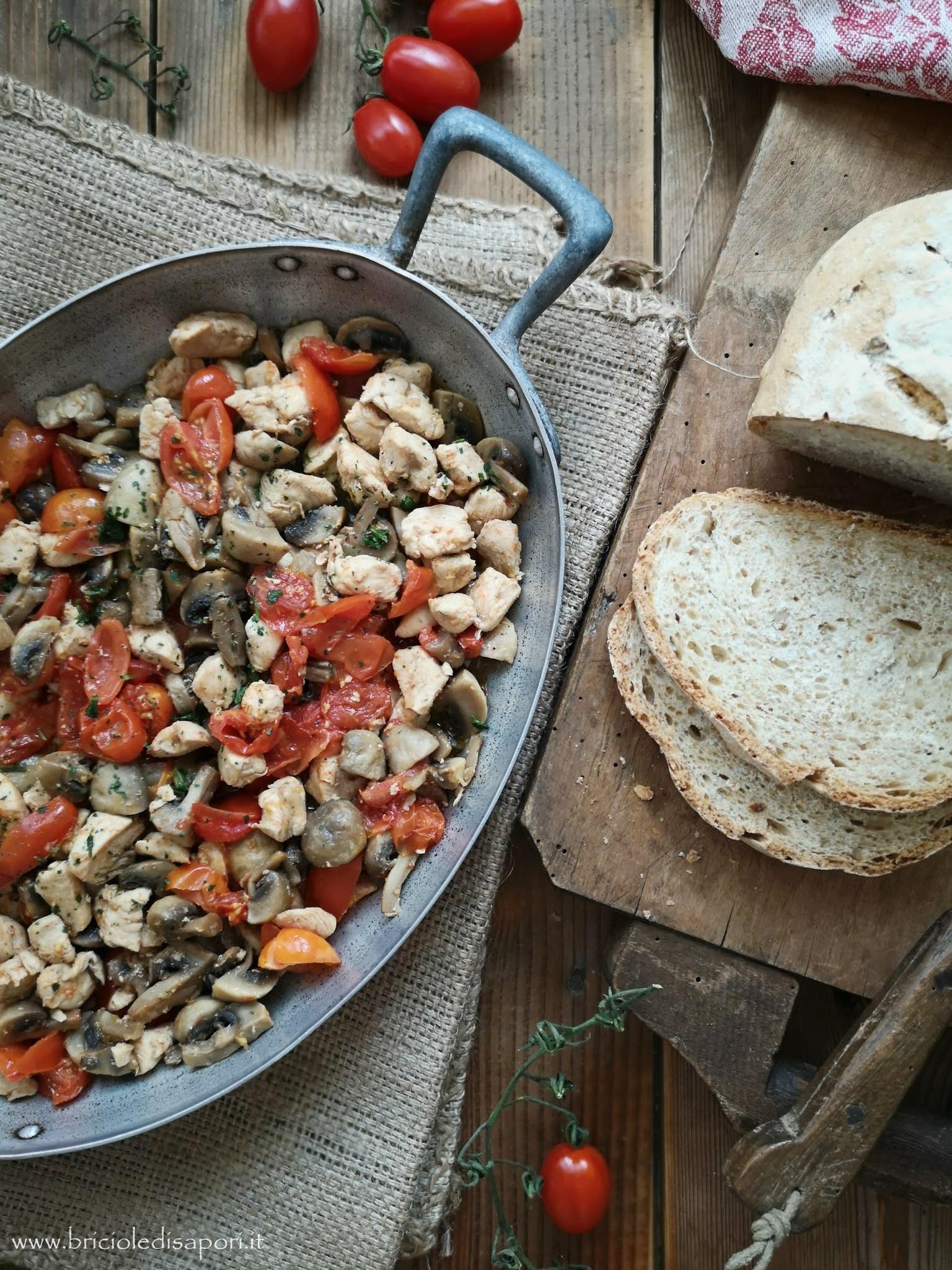 bocconcini di tacchino con funghi e pomodorini
