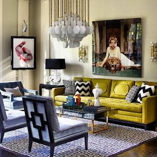 salón con sofá verde