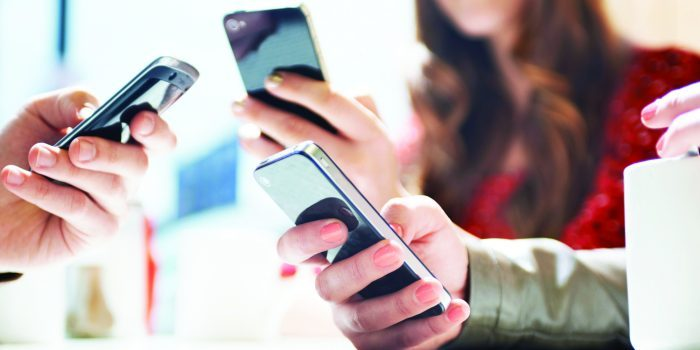 كيف تتخلص من فوبيا الهواتف الذكية؟
