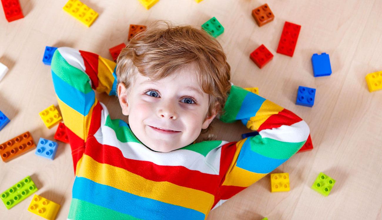 دراسة .. الشامبوهات وألعاب الأطفال تهدد الأطفال بالبدانة والسكري