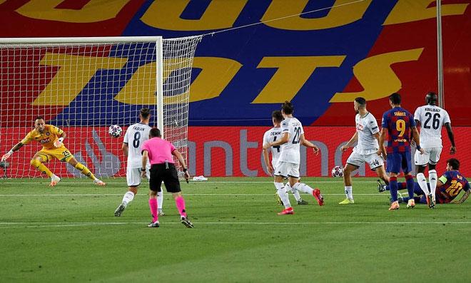 """Messi solo như trò chơi điện tử, biến 5 SAO Napoli thành """"kẻ học việc"""" 3"""