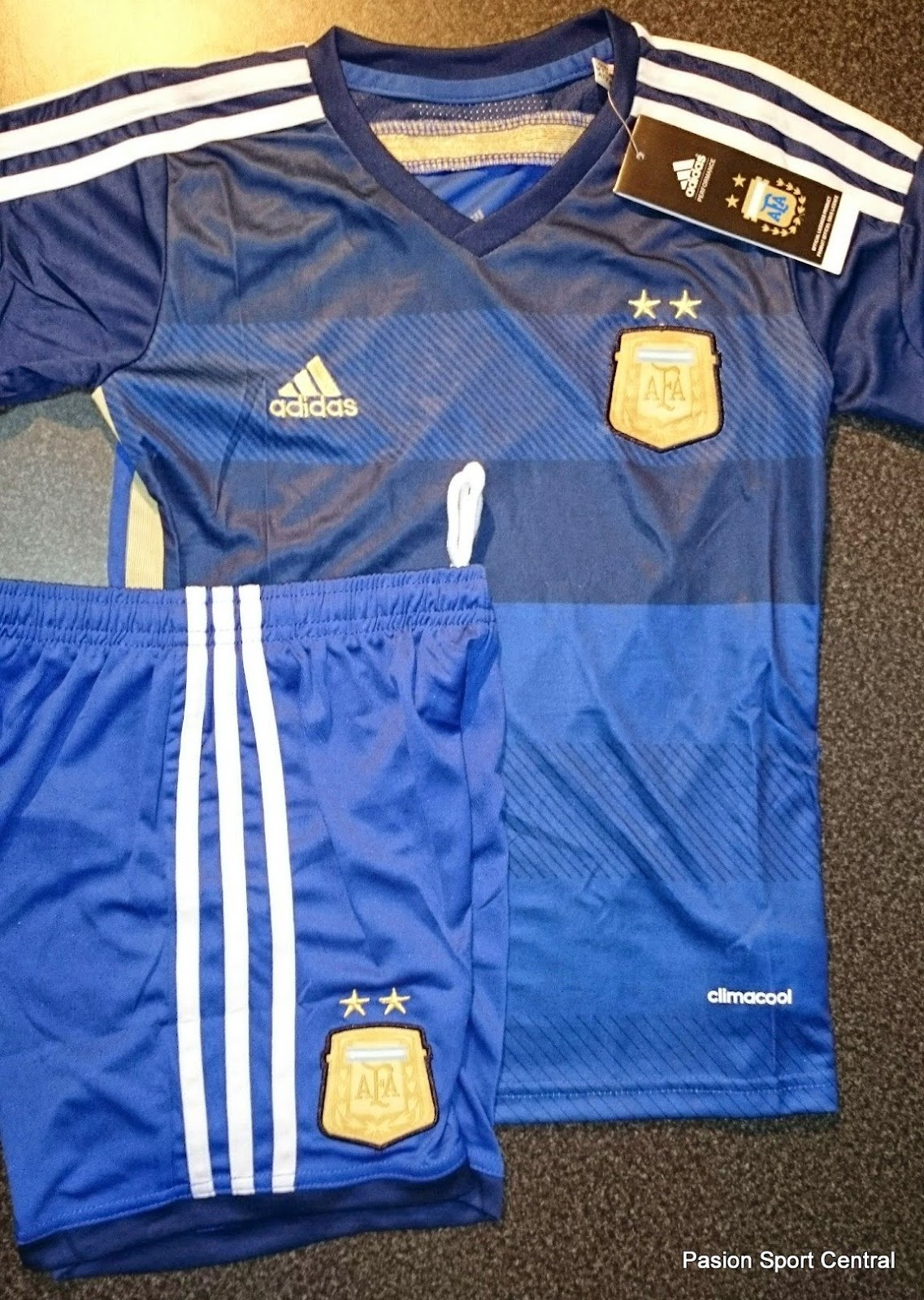 Conjunto niños Argentina suplente 2014  d26f0522a7c8e