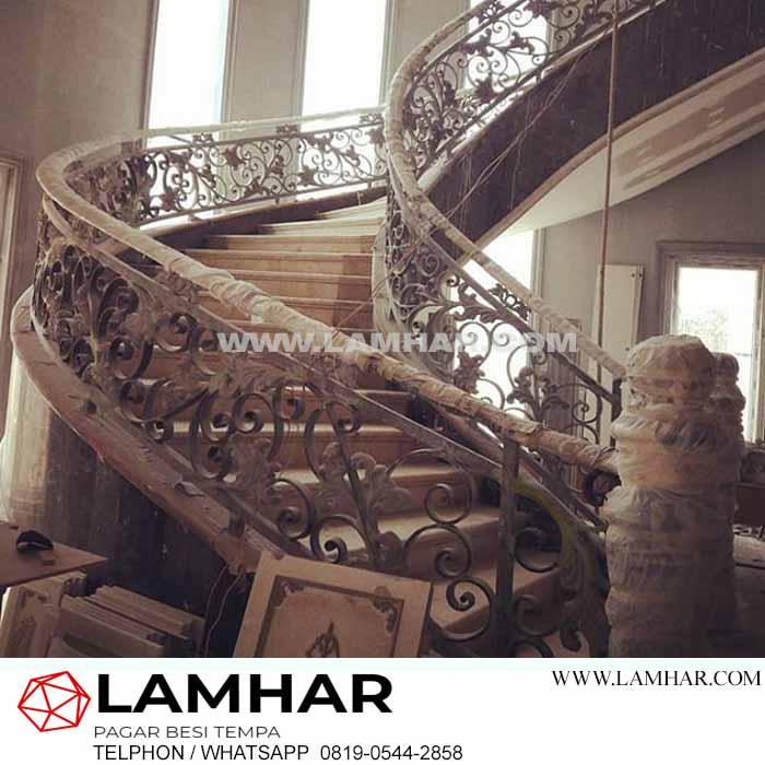 Railing tangga besi tempa