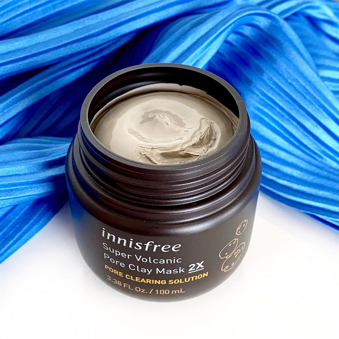 Innisfree Super Volcanic Pore Clay Mask 2X konsystencja