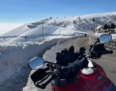 Giri in moto invernali: Cima Grappa