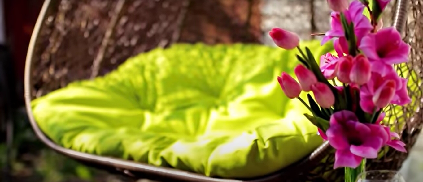 Садовое кресло красивое