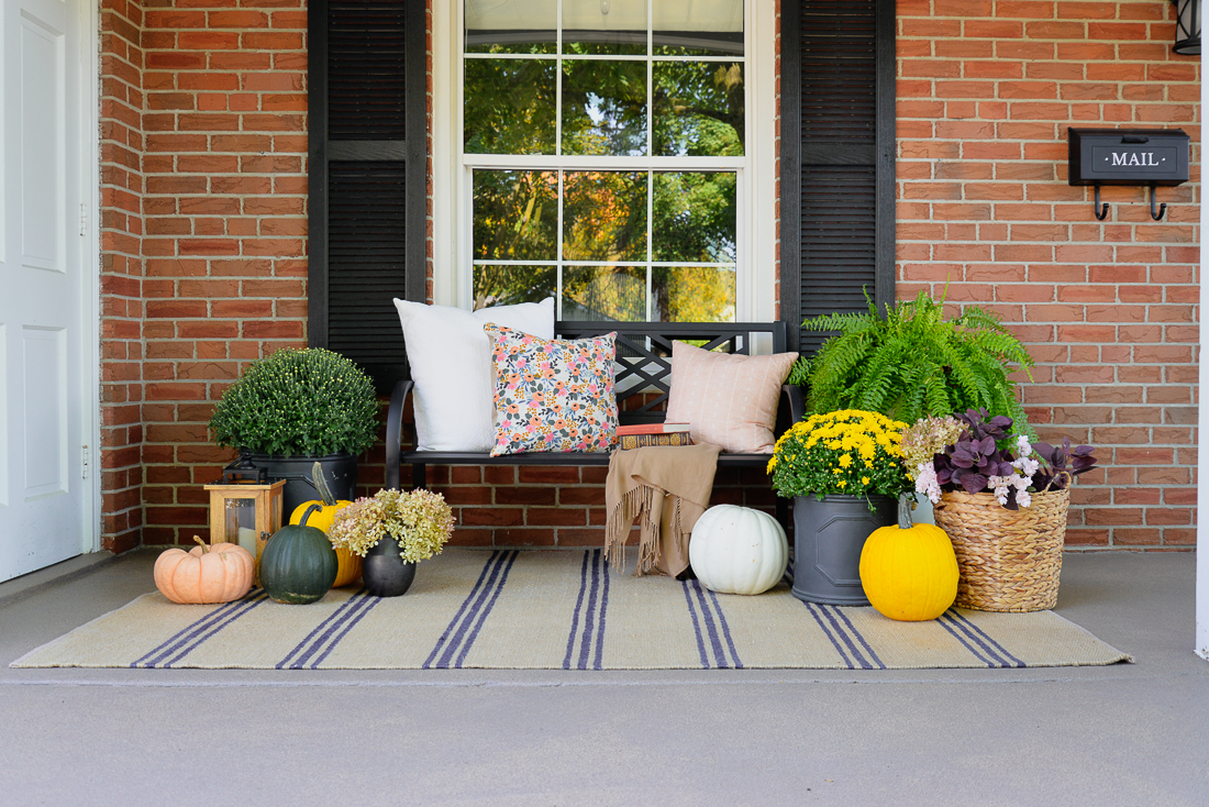 fall front porch decor, simple fall porch decor, fall porch decor ideas