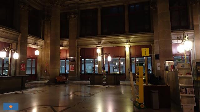 Vestíbulo de la Oficina Principal de Correos en Barcelona