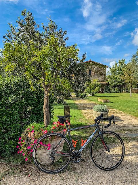 cycling castiglione d'Orcia carbon road bike rental