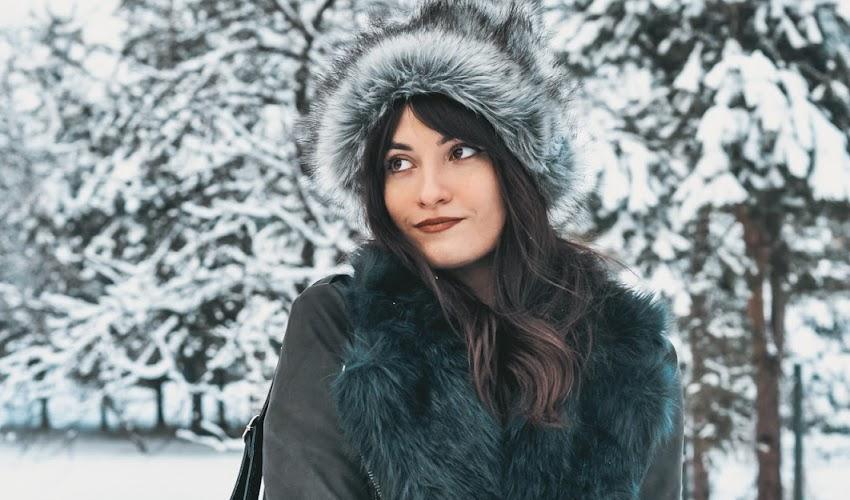 Zimowa stylizacja, a w niej kurtka z futerkiem - zainspiruj się