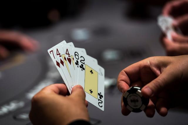 Bermain Disitus Poker Online Dengan Deposit Terkecil