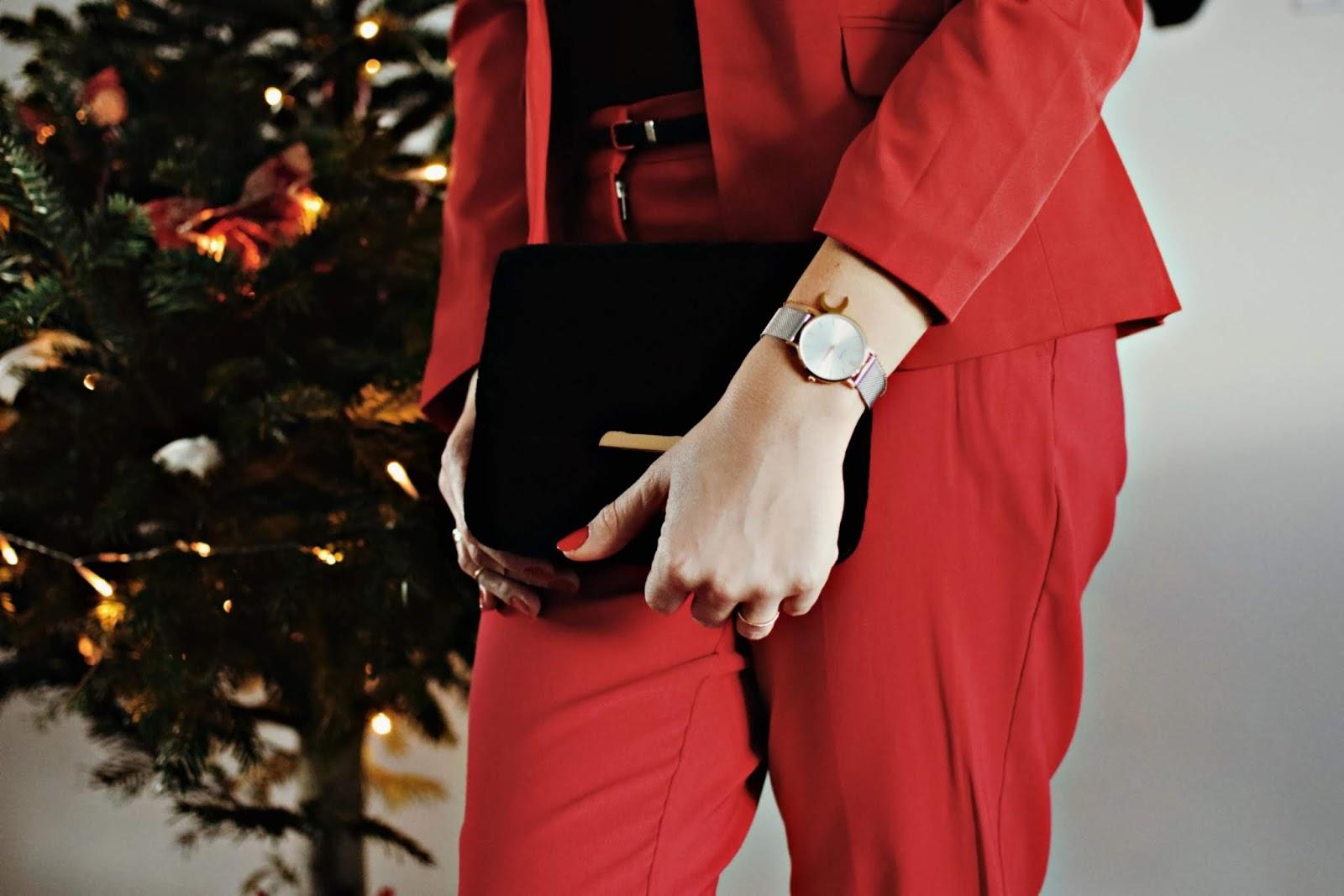 Czerwony garnitur Bonprix