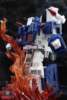 Transformers Kingdom Ultra Magnus 17