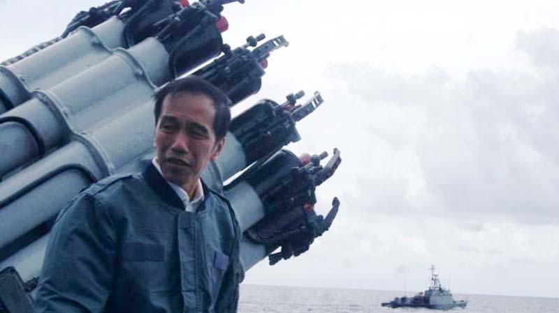 Kalau Kita Lemah, Pemimpin Selfie di Depan Alat Perang Pun Musuh Masih Siul-siul