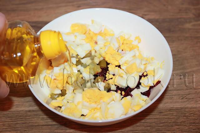 рецепт салата со свеклой, солеными огурцами и яйцами с пошаговыми фото