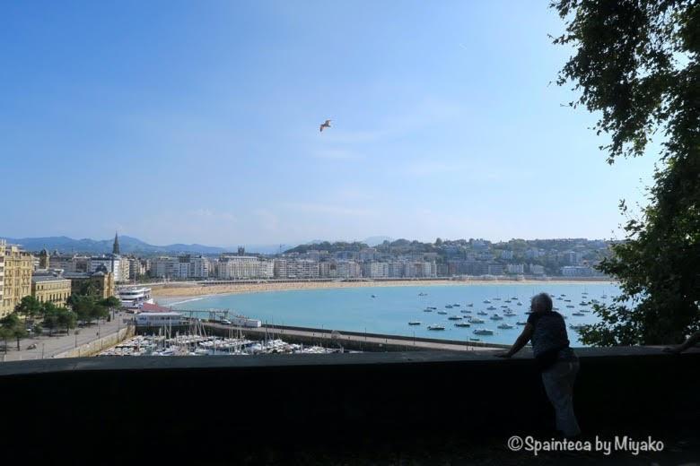 バスク旅サン·セバスティアンの美しい海と女性 Donostia-San Sebastián