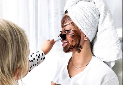 10طرق لتفتيح بشرة الوجه الدهنية
