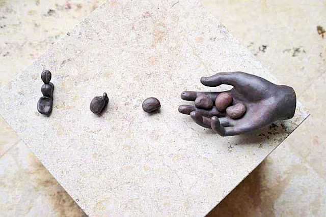 Art, Hand and Stones