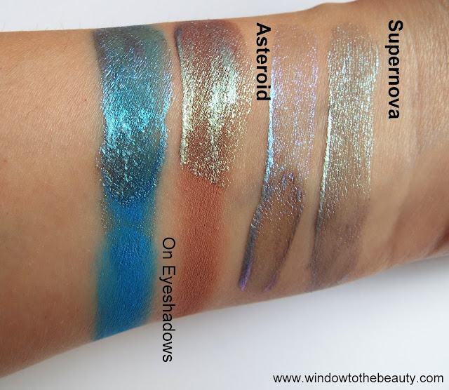 Barry M Holographic Eyeshadow Topper swatche