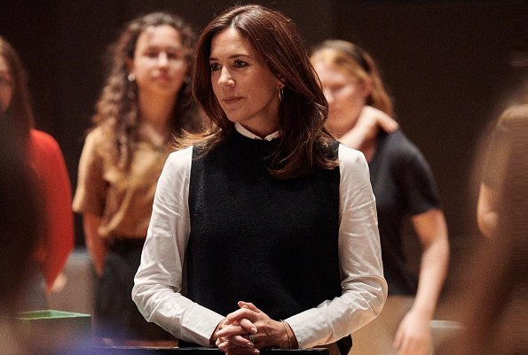 Crown Princess Mary visited Copenhagen DR Koncerthuset and there, she watched DR Pigekoret's (Danish National Girls Choir) rehearsals