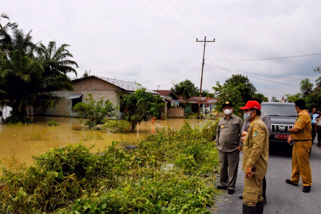Tinjau Lokasi Banjir di Kecamatan Sei Bamban, Pjs Bupati Sergai  : Pemkab Sergai Akan Serius Mengatasi Banjir