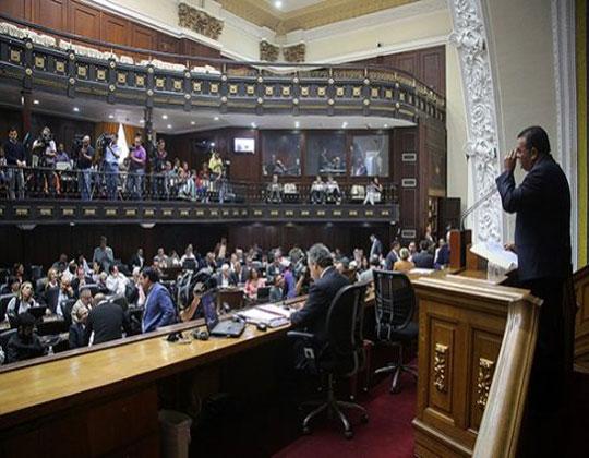 Diputados opositores retan a Maduro a disolver la AN como hizo Fujimori