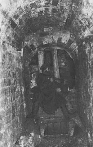 Раскопки подземного хода у Никольской башни в 1894 году