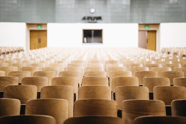 A redução da taxa de analfabetismo no Brasil é uma das principais metas do Plano Nacional de Educação (PNE)