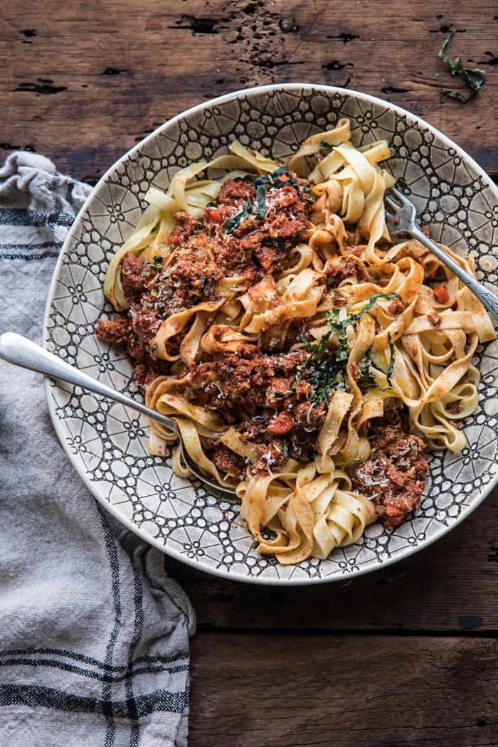 Slow cooker vodka bolognese pasta #pasta #slowcooker