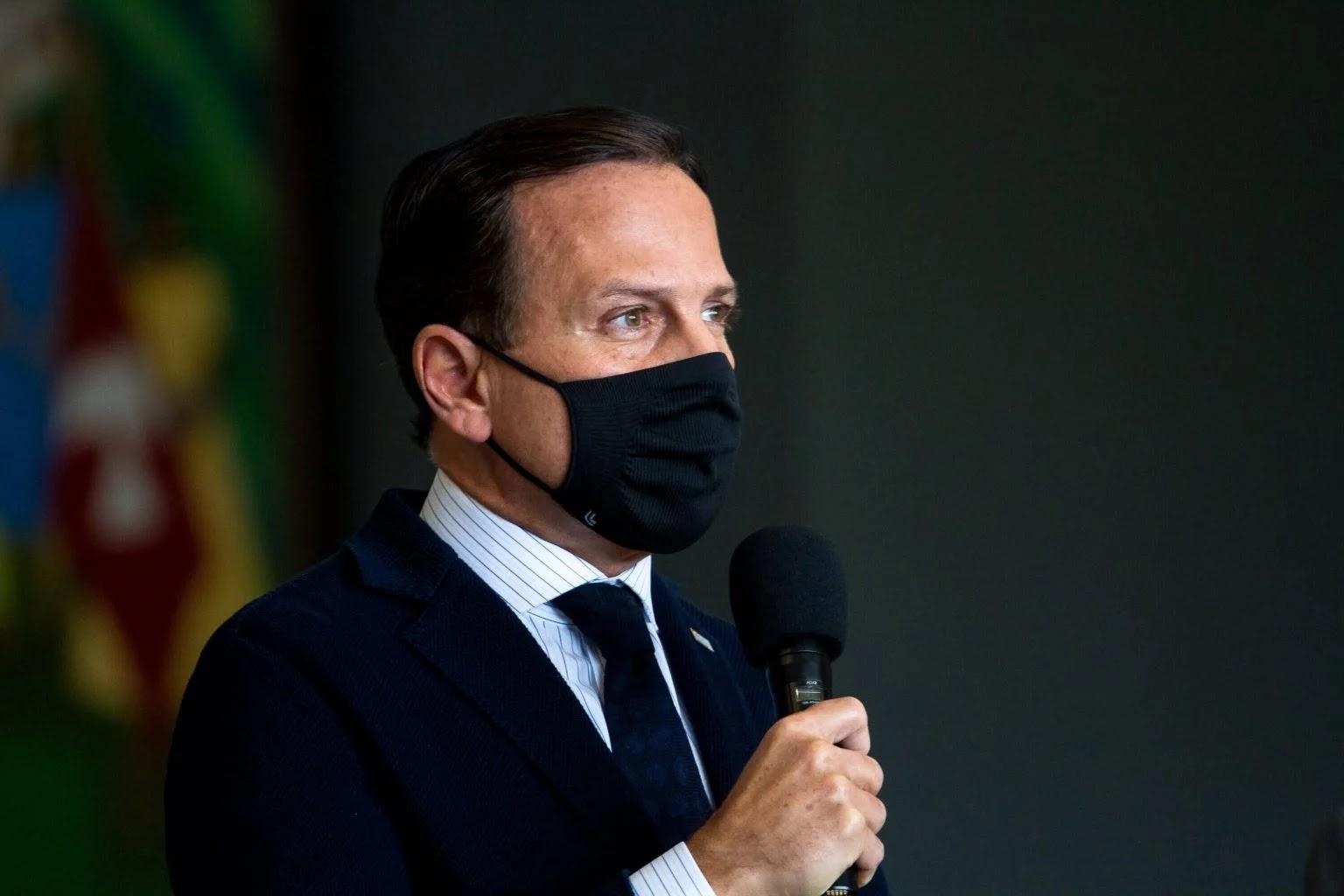 Após 'furar fila' e ser criticado por governadores Dória muda plano de vacinação