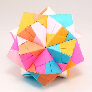 Hiasan Dinding Kreatif dari Kertas yang Mudah Dibuat