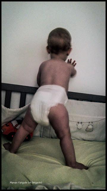 bébé debout