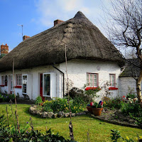 Pictures of Ireland: thatched cottage in Adare