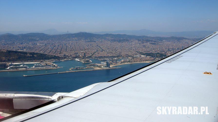 Barcelona z okna samolotu