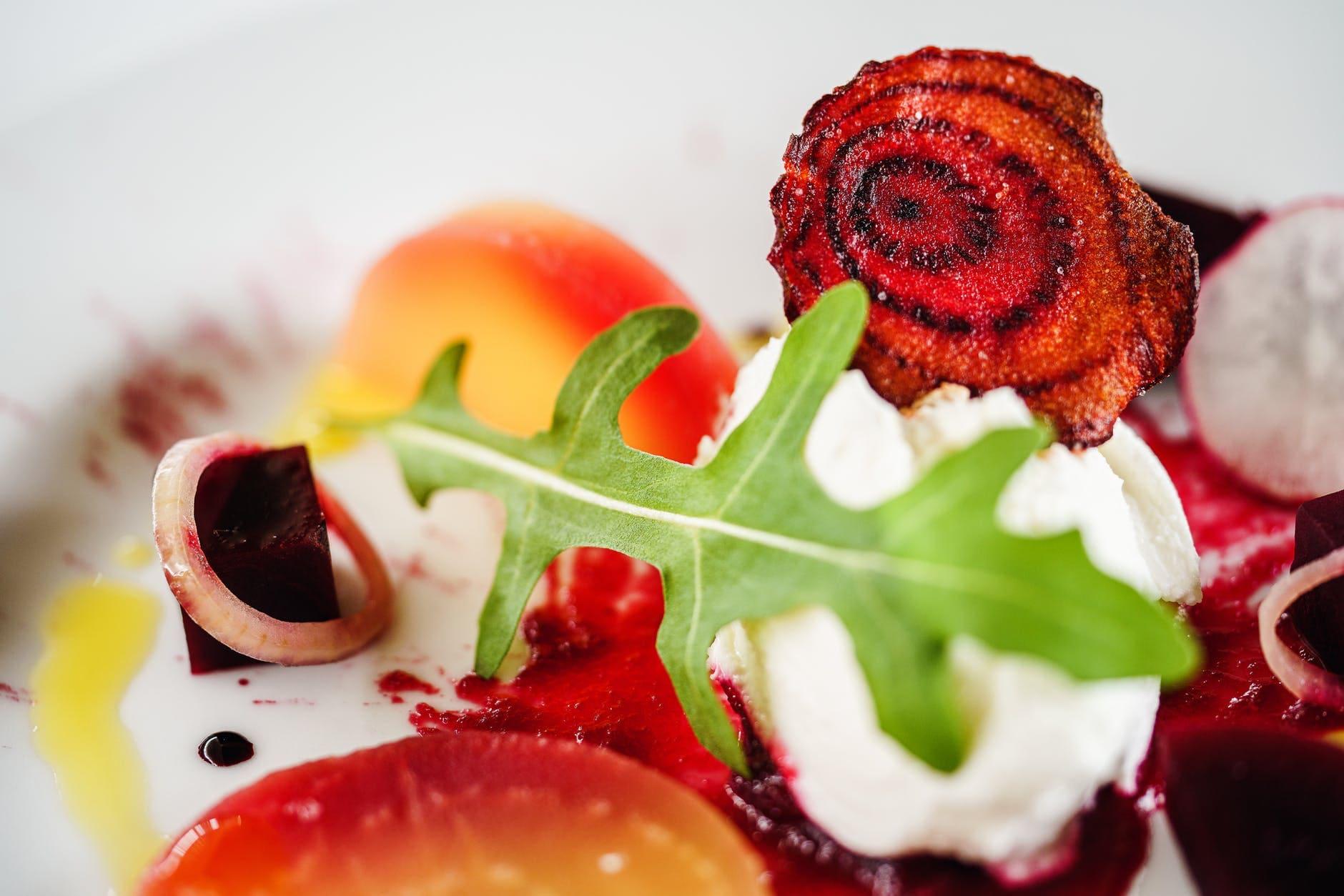 How to make beetroot and arugula salad