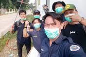 karang taruana bina muda 1 rawa jeler beserta RT setempat dan babinmas bojong adakan penyemprotan disinfektan