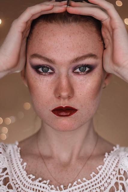 Mroczny fioletowy makijaż